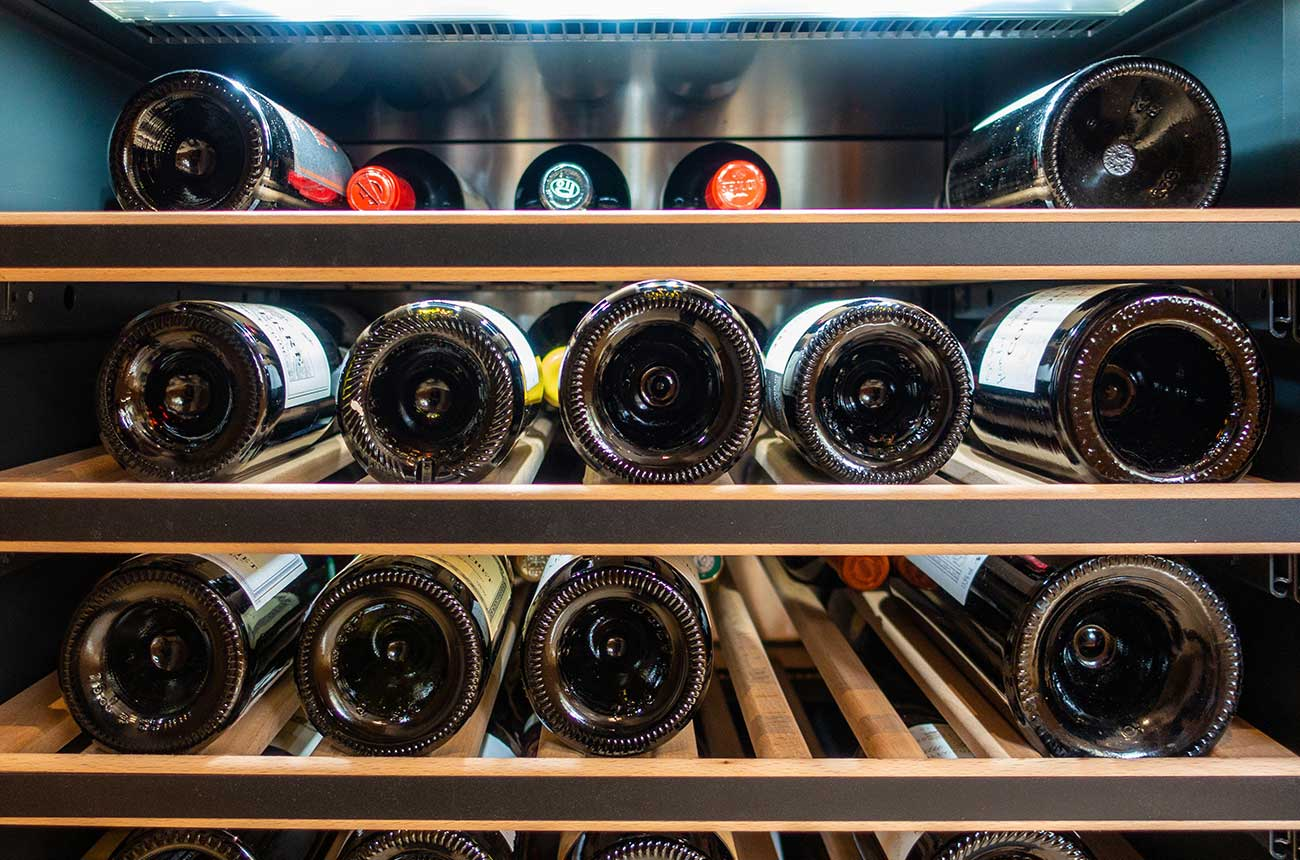Wine cooler to cool the bottles